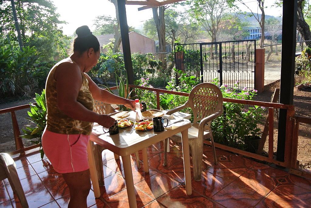 Frühstück ist fertig! Frühstücken in der Sonne bei bereits 25 Grad um 7 Uhr morgens vermisse ich selbst hier in Mexiko!