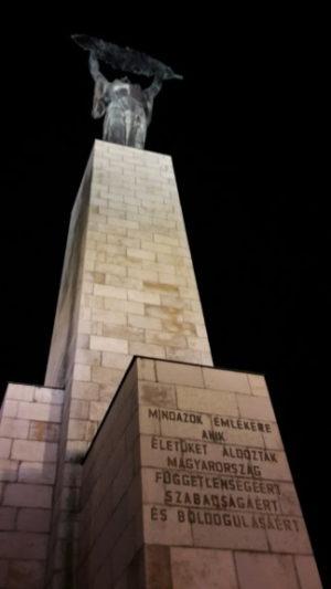 Beeindruckend wie hoch diese Säule als Symbol der Freiheit in die Höhe ragt