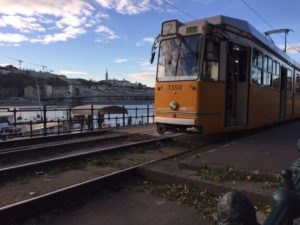 Schöne gelbe alte Straßenbahnen