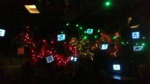 Oder lieber viele kleine Bildschirme in Kombination mit bunten Lichterketten?