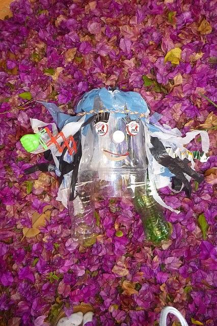 """Udo Umwelt - Das Maskottchen für Umweltprojekte verschiedener Länder (meist unter dem Projektnamen """"Nosotros y la basura"""")."""