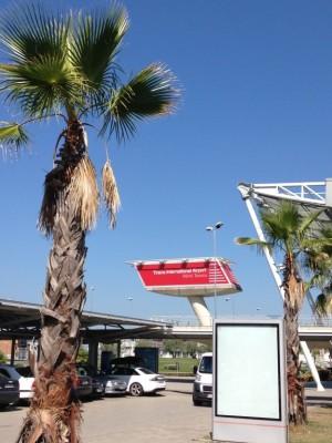Mediteranes Flair an Tiranas Flughafen