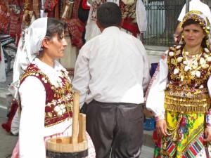 Traditionell gekleidete Frauen