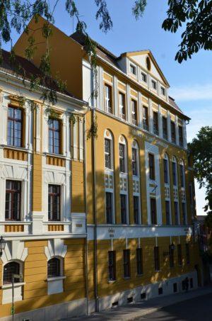Das Leöwey Klára Gimnazium, meine Einsatzstelle