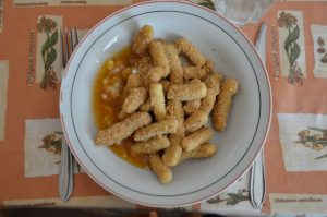 Essen aus der Kantine - ein ungarisches Gericht, Schupfnudeln mit Mehl und Marmelade