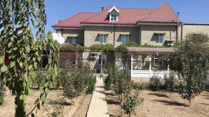 Das Haus liegt in einem sehr schönen Vorort der Stadt Khujand